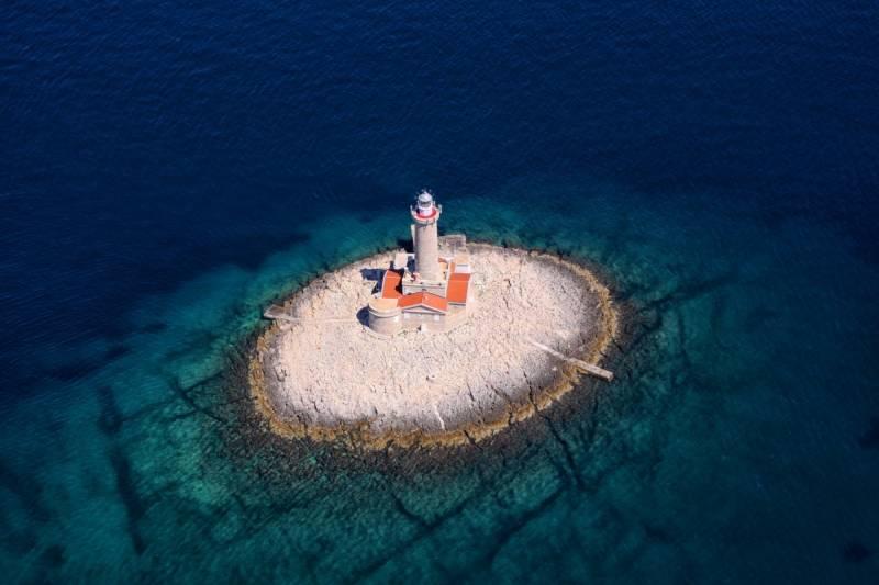 Porer lighthouse, Adriatic lighthouses, tourism, www.zadarvillas.com